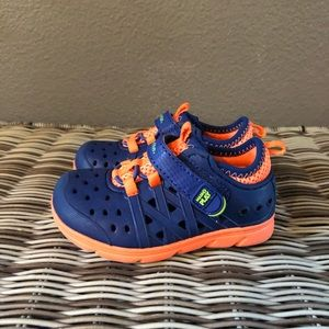Stride Rite made 2 play Phibians